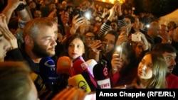 În prim-plan, liderul mişcării protestatare Zaza Saralidze