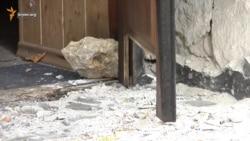 Представительству президента в Крыму взорвали двери (видео)