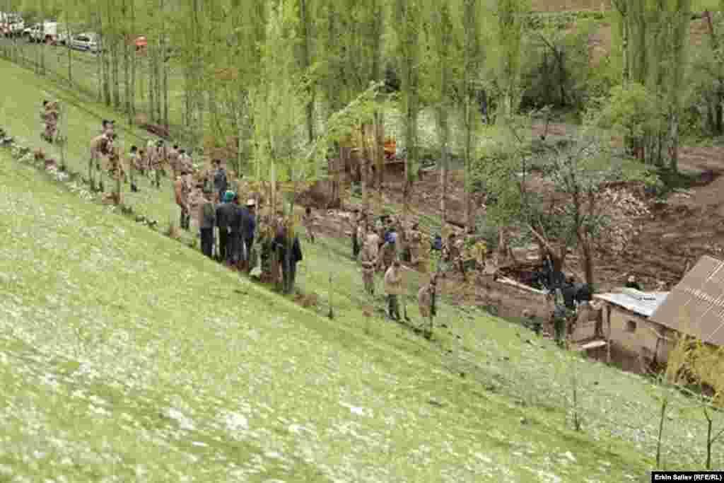 Дилмухаммед Бокошев, глава айыл окмоту Заргер, отметил, что планируется переселение из опасных участков не только жителей села Аюу, но и всех жителей айыльного округа.