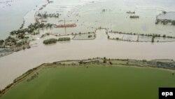 Një territor i vërshuar pas një cikloni që e kishte goditur një pjesë të Indisë në vitin 2009