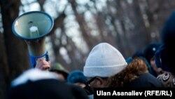 Митинг сторонников Текебаева возле здания ГКНБ Кыргызстана.