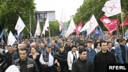Though the numbers of demonstrators have dwindled, Georgia's opposition continues to demand President Mikheil Saakashvili's resignation and early elections.