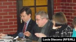 Veaceslav Negruță (Ministrul de finanțe), Constantin Marin (Teleradio Moldova), Corina Fusu (Parlament)