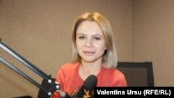 Daniela Șerban în studioul Europei Libere de la Chișinău