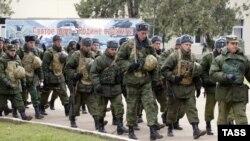 Военнослужащие российской базы в Абхазии (архивное фото)