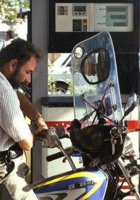 A man pumping gas in Tehran (Fars file photo)