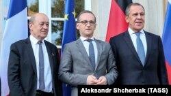 (soldan sağa) Fransanın Xarici işlər naziri Jan-İv Lö Drian, Almaniyanın Heyko Maas və Sergey Lavrov, arxiv fotosu