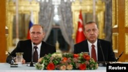 The prospect of Moscow's supplying Ankara with air defense systems was discussed when Russian President Vladimir Putin (left) met his Turkish counterpart Recep Tayyip Erdogan in Istanbul last week.