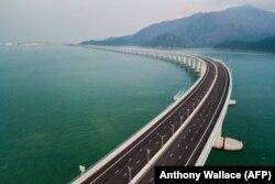 Найдаўжэйшы марскі мост у сьвеце - 55 км