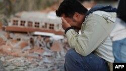 Meštanin Amatričea, jutro nakon razornog zemljotresa, ilustrativna fotografija