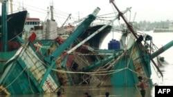 طوفان میانمار موجب غرق شدن قایق های زیادی شده است. (عکس:AFP)
