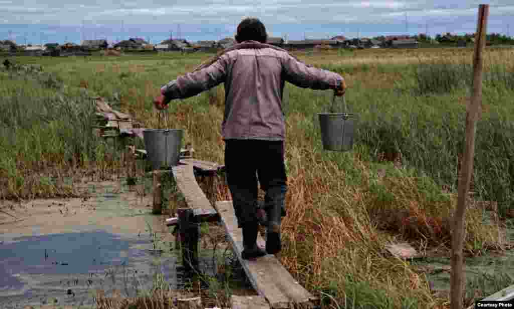 A man carries water from the lake.