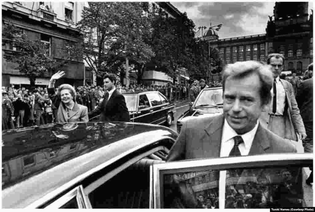 British Prime Minister Margaret Thatcher accompanies the Czechoslovak president on Wenceslas Square during an official visit to Prague on September 18, 1990.