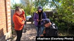 Координатори агропроекту перевіряють заявників на грант від фонду «Карітас 7» (Ілюстраційне фото)