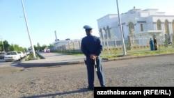 Türkmənistanda polis patrulu