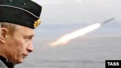 Президент Росії Володимир Путін під час військових навчань. Архівне фото
