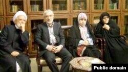 از چپ: مهدی کروبی، میرحسین موسوی، زهرا رهنورد و فاطمه کروبی