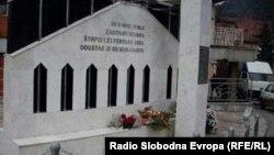 Spomenik u Prijepolju otetim civilima u Štrpcima