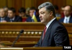 Президент України Петро Порошенко виступає з щорічним посланням перед Верховною Радою. Київ, 4 червня 2015 року