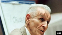 U.S. -- Jack Kevorkian in Oakland Count Circuit Court, 22Mar1999