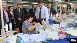 Вицепремиерот и министер за финансии Зоран Ставрески на отварањето на нов погон за конфекциско перење и сушење во Стојаково.