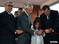 """Boris Tadići Milorad Dodik na otvaranju Osnovne škole """"Srbija"""" na Palama, 2009."""