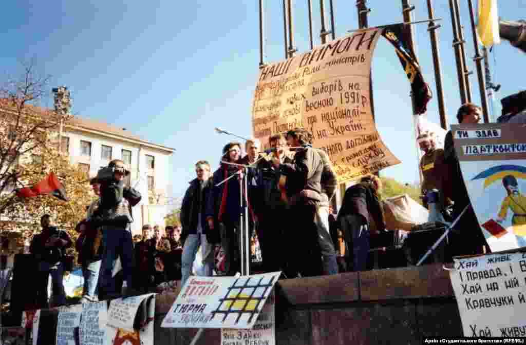 Один із мітингів під час Революції на граніті