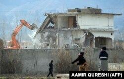 پاکستانیو چارواکو د ۲۰۱۲ز کال په فبروۍ کې په اېبټ اباد کې هغه وداني ورانه کړه چې بن لادن پکې پینځه کاله اوسېده.
