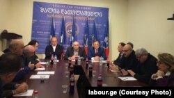 Сегодня в офисе «лейбористов» собрались представители «Нацдвижения» во главе с кандидатом в президенты Григолом Вашадзе