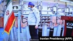 یک کارمند فنی ایران در داخل تاسیسات هستهای نظنز ایران