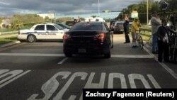 14 лютого цього року під час схожого нападу в середній школі в Паркленді, штат Флорида загинули 17 людей