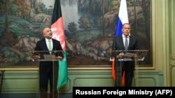 د روسیې د بهرنیو چارو وزیر سرګي لاوروف په مسکو کې له افغان سیال محمد حنیف اتمر سره
