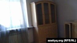 Современный вид комнаты в квартире, где жил Владимир Жириновский. Алматы, 28 января 2012 года.