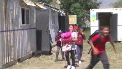 Школа, построенная из металлических контейнеров, и отставка министра