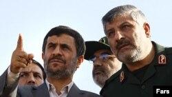 محمود احمدی نژاد در جریان آغاز عملیات اجرایی بزرگراه قم مشهد