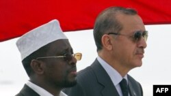 Слева - президент сомали Шайх Шариф Шейх Ахмед