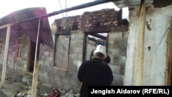 An arson attack on a tea house near the Kyrgyz-Tajik border has raised tensions in the area.