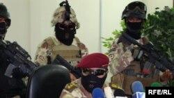 ضباط جهاز مكافحة الإرهاب في مؤتمر صحفي