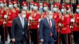 GEORGIA -- Georgian Prime Minister Irakli Garibashvili (L) and his Armenian counterpart Nikol Pashinian attend official welcoming ceremony in Tbilisi, September 8, 2021