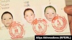 Паспорт оралманки с фотографиями дочерей. Иллюстративное фото.