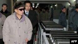 Demirgazyk Koreýanyň ozal gizlin saklanan uran baýlaşdyryjy desgasyny dünýä indi näme üçin görkezýänligi belli däl.