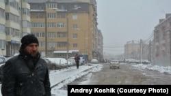 Андрей Кабища устал ремонтировать машину и сделал за свой счет дорогу