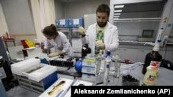 Tehničari u ruskoj nacionalnoj laboratoriji za antidoping u Moskvi.