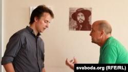 Франак Вячорка і Вячаслаў Ракіцкі у студыі Радыё Свабода.
