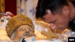 Похороны Патриарха словно остановили жизнь в Сербии.