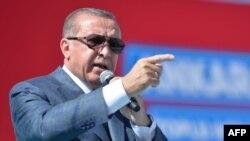 آقای اردوغان به کردها گفته است: «وارد این موضوع نشوید که کرکوک مال شماست و گرنه هزینه آن بسیار سنگین خواهد بود».
