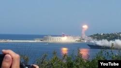 Падение противокорабельной ракеты на параде в Севастополе. 26 июля 2015 года.