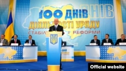 Микола Азаров під час прес-конфереції з приводу 100 днів роботи уряду, 22 червня 2010 року