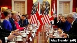 ABŞ-nyň prezidenti Donald Tramp Britaniýanyň premýer-ministri Tereza Maý bilen gepleşikleri geçirýär. London. 4-nji iýun, 2019 ý.