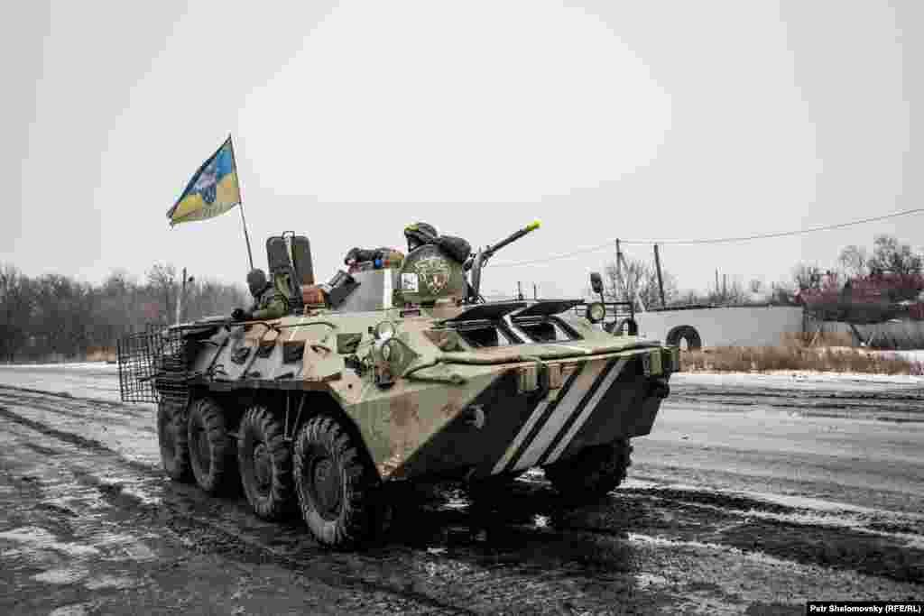 Украинская БТРрядом с Дебальцево